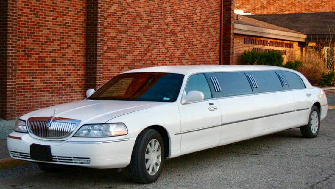 Lincoln 10 Passenger (White) Outside