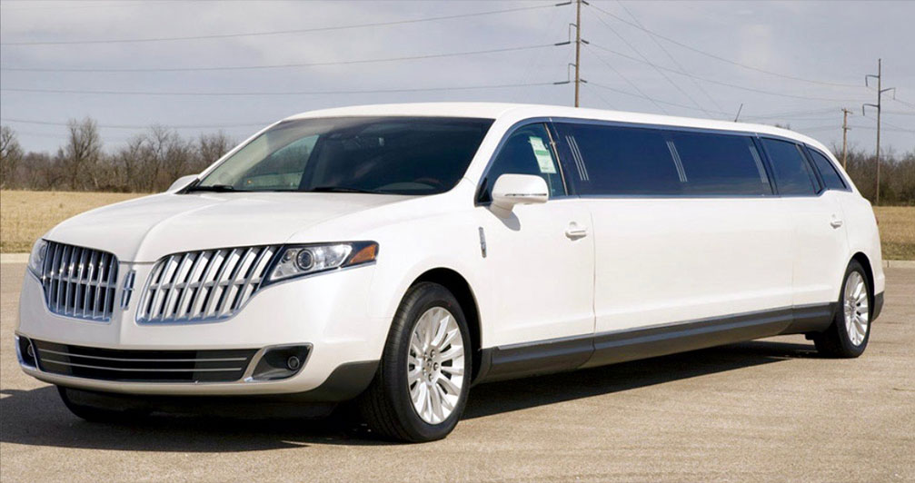 Lincolin MKT Limo White