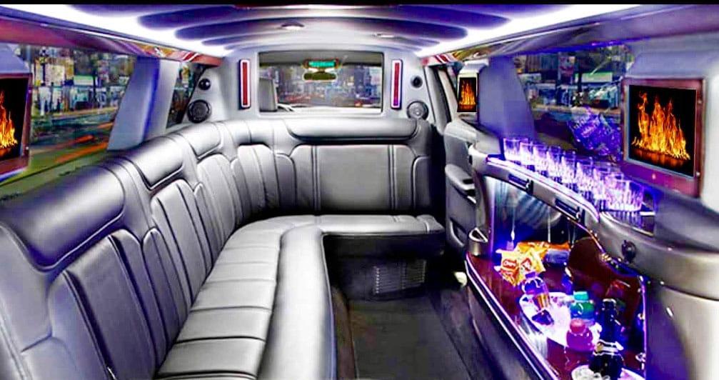 Lincoln-MKT-limo-03
